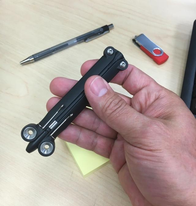 Spyderco BaliYo Pen hand closed